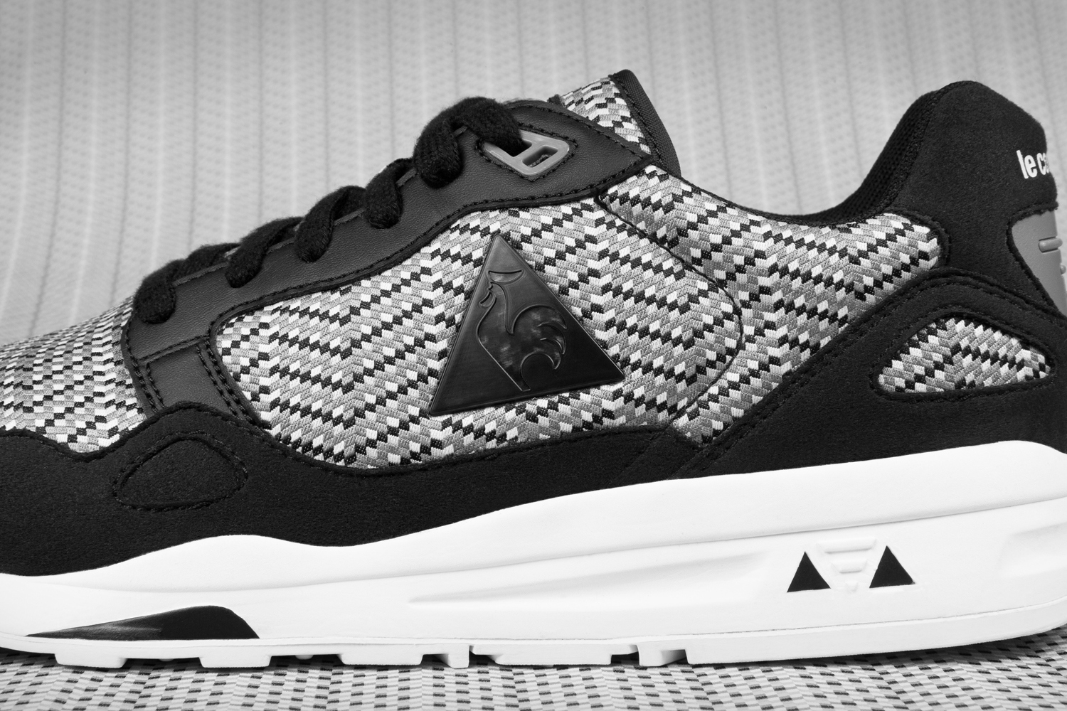 le coq sportif lcs r900 jacquard disponible sneakers. Black Bedroom Furniture Sets. Home Design Ideas