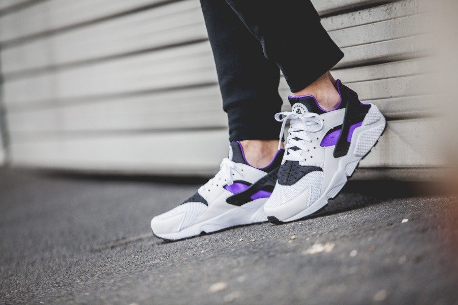 318429-105-Nike-Air-Huarache-Purple-Punch-Retro-2016-07