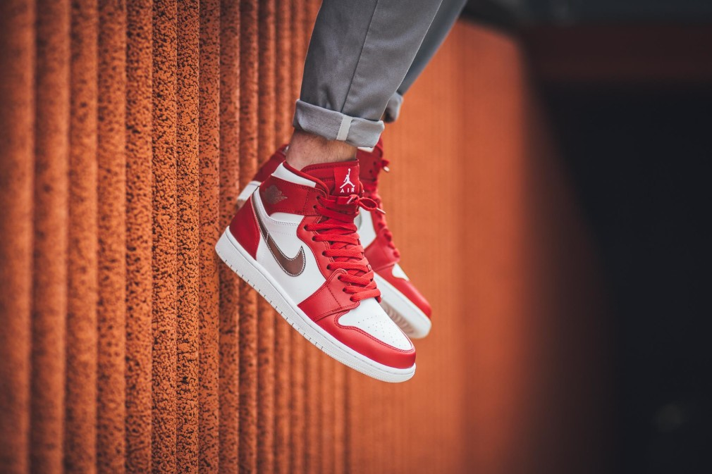 332550-602-air-jordan-1-retro-high-gym-red-silver-02