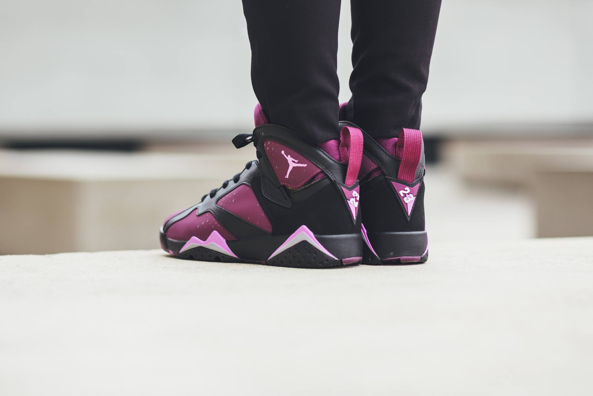 442960-009-air-jordan-7-retro-mulberry-01