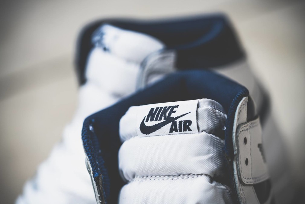 555088-106-Air-Jordan-1-Retro-High-OG-Metallic-Navy-04