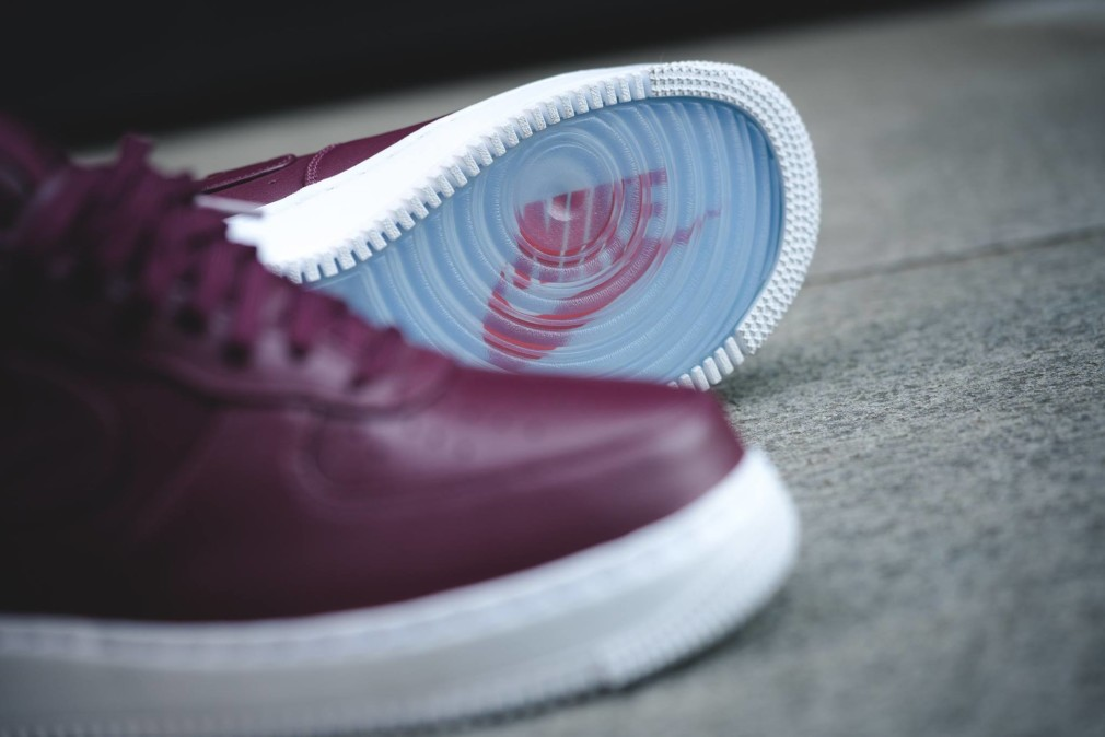 555106-661-NikeLab-Air-Force-1-Low-Night-Maroon-01