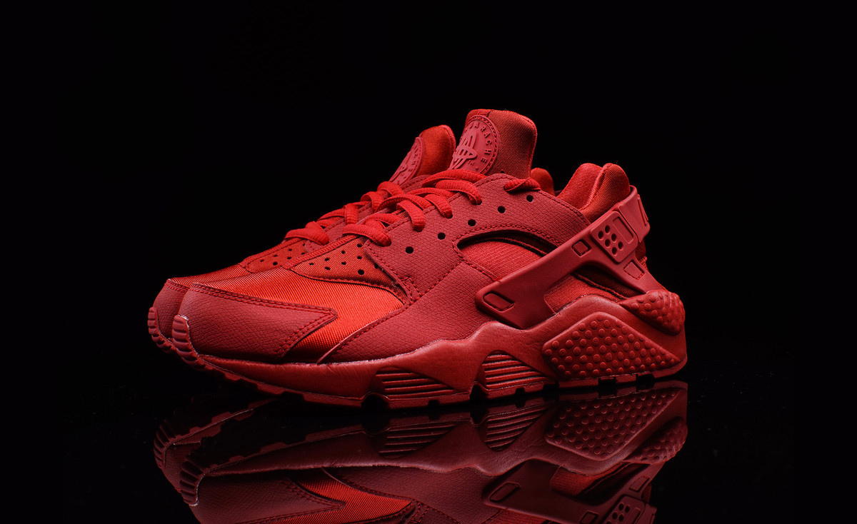 nike wmns air huarache triple red. Black Bedroom Furniture Sets. Home Design Ideas