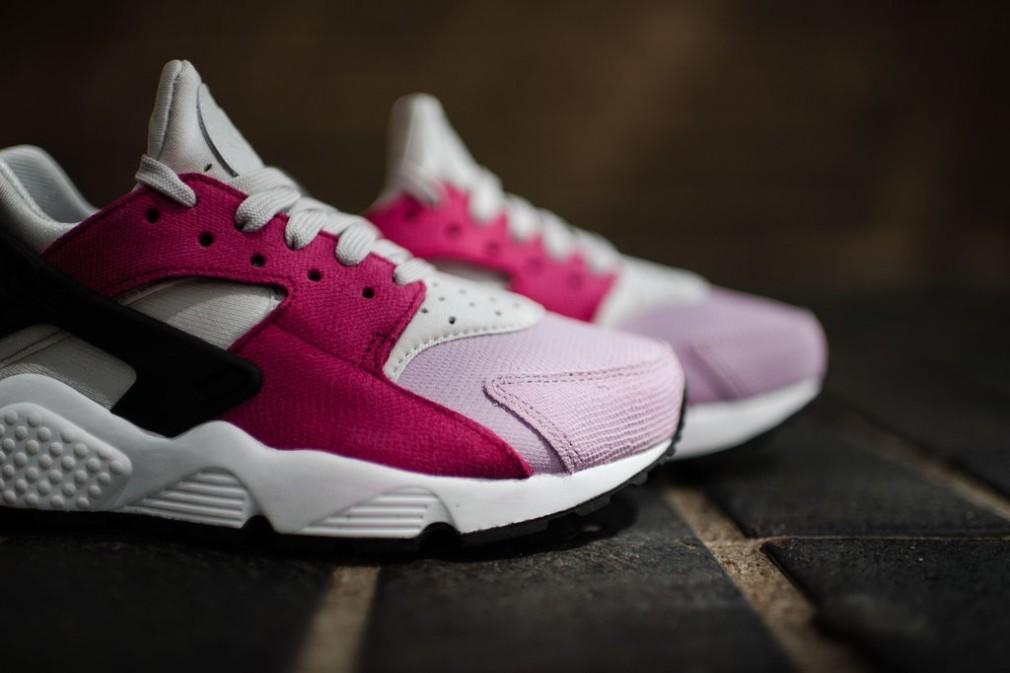 683818-006-Nike-Wmns-Air-Huarache-Premium-02