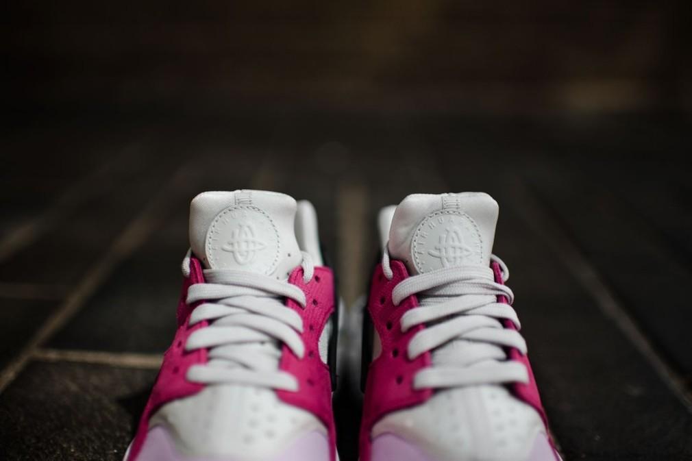 683818-006-Nike-Wmns-Air-Huarache-Premium-03