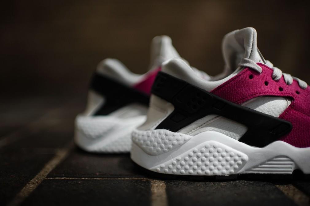 683818-006-Nike-Wmns-Air-Huarache-Premium-05