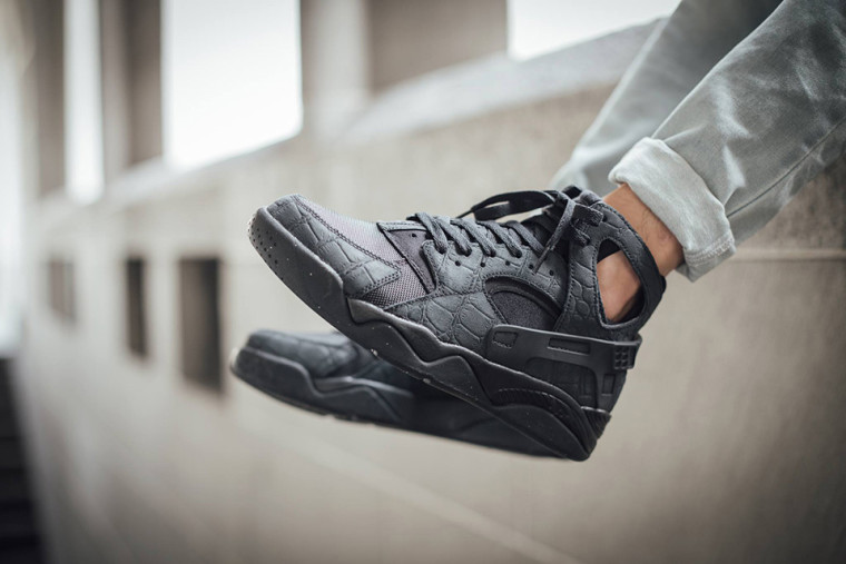 "Nike Air Flight Huarache ""Triple Black Croc'"