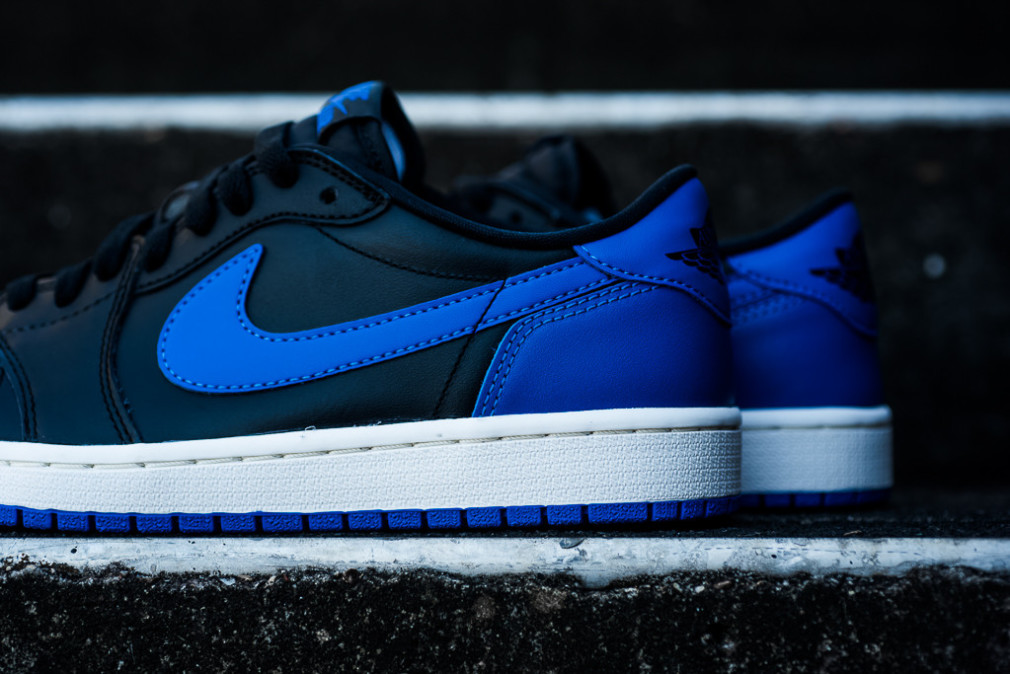 Air Jordan 1 Retro Low OG Varsity Royal 1