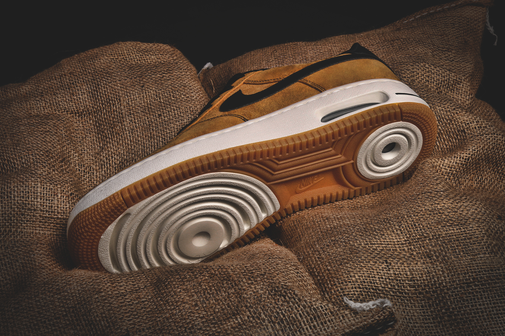 725146-700-nike-air-force-1-elite-wheat-02