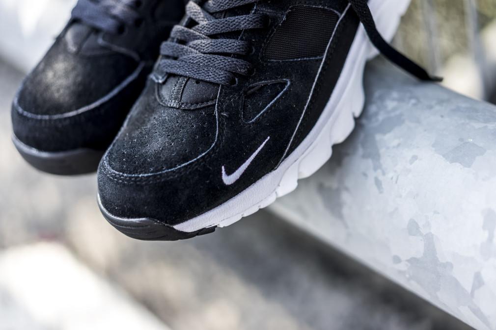 749447-010 Nike Air Trainer Huarache Low Black/White-Black