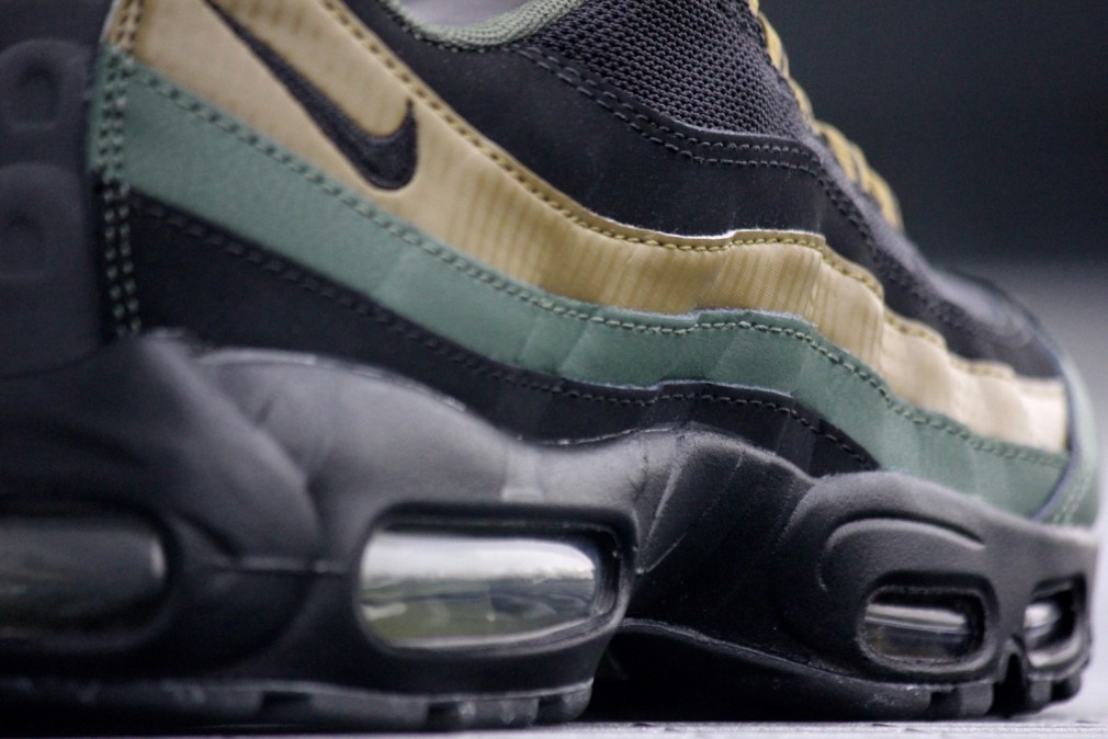 Air Max 95 Essential Carbon Green/ Black