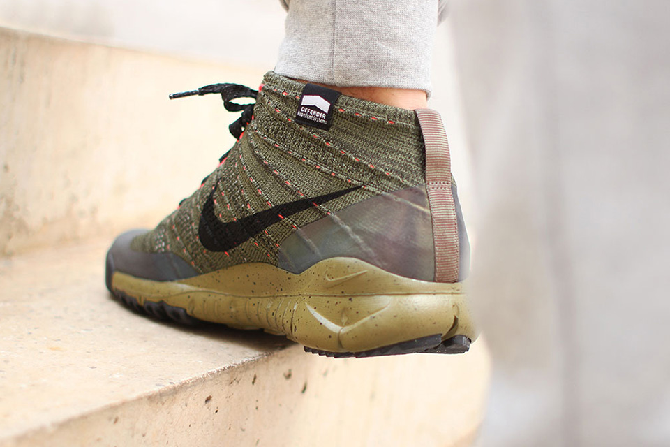 "Nike Flyknit Chukka FSB ""Holographic"""