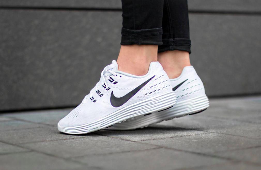 818098-100-Nike-Wmns-LunarTempo-2-02