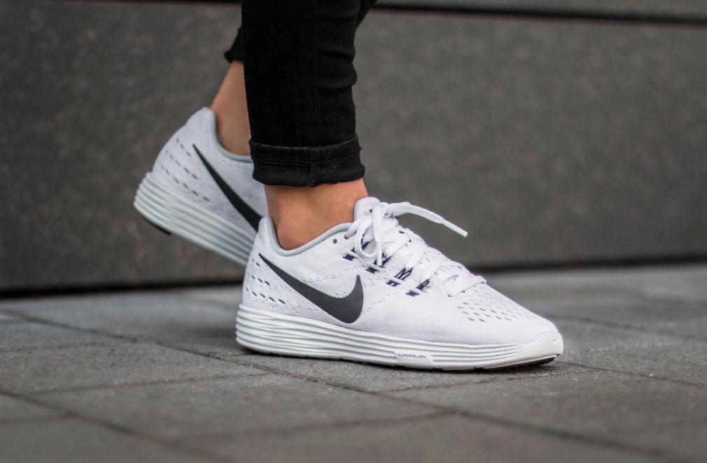 818098-100-Nike-Wmns-LunarTempo-2-04