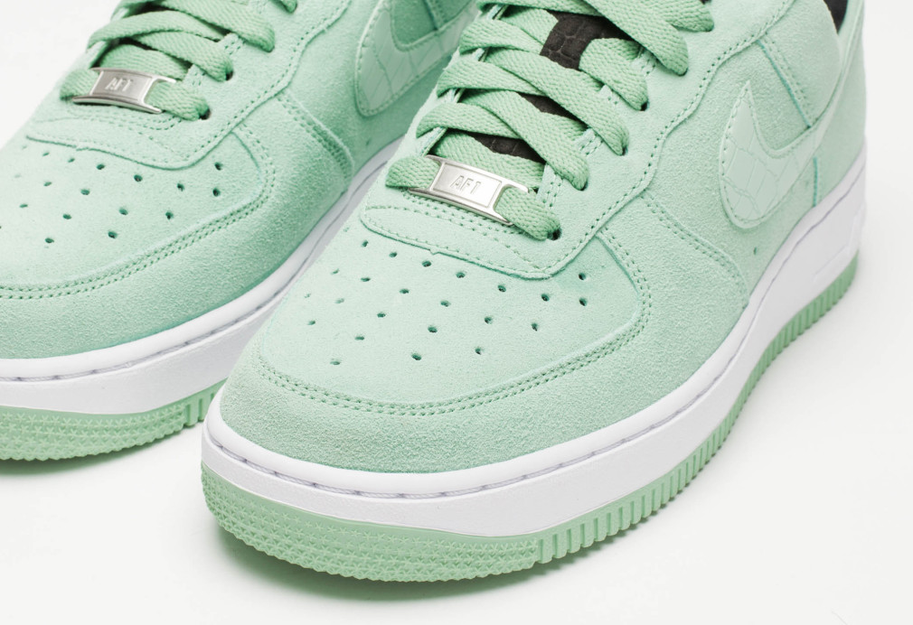 Nike Air Force 1 WMNS 07