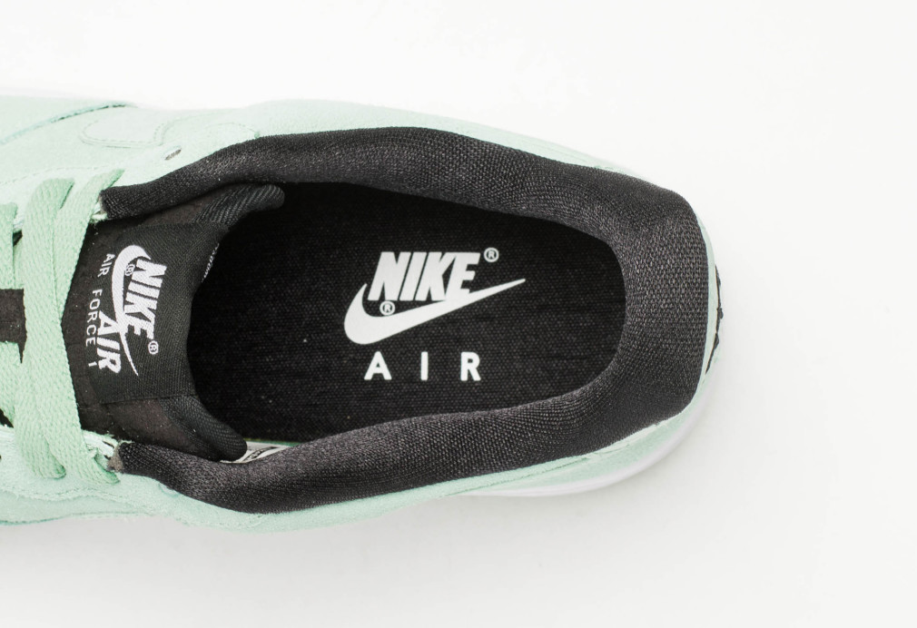 818594-300-nike-air-force-1-wmns-07-enamel-green-3