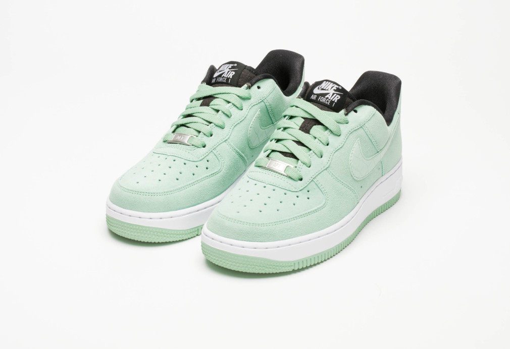 818594-300-nike-air-force-1-wmns-07-enamel-green-4