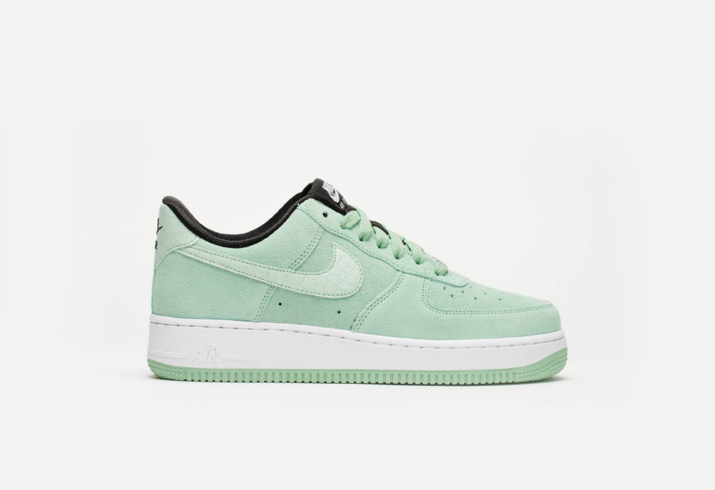 818594-300-nike-air-force-1-wmns-07-enamel-green-6