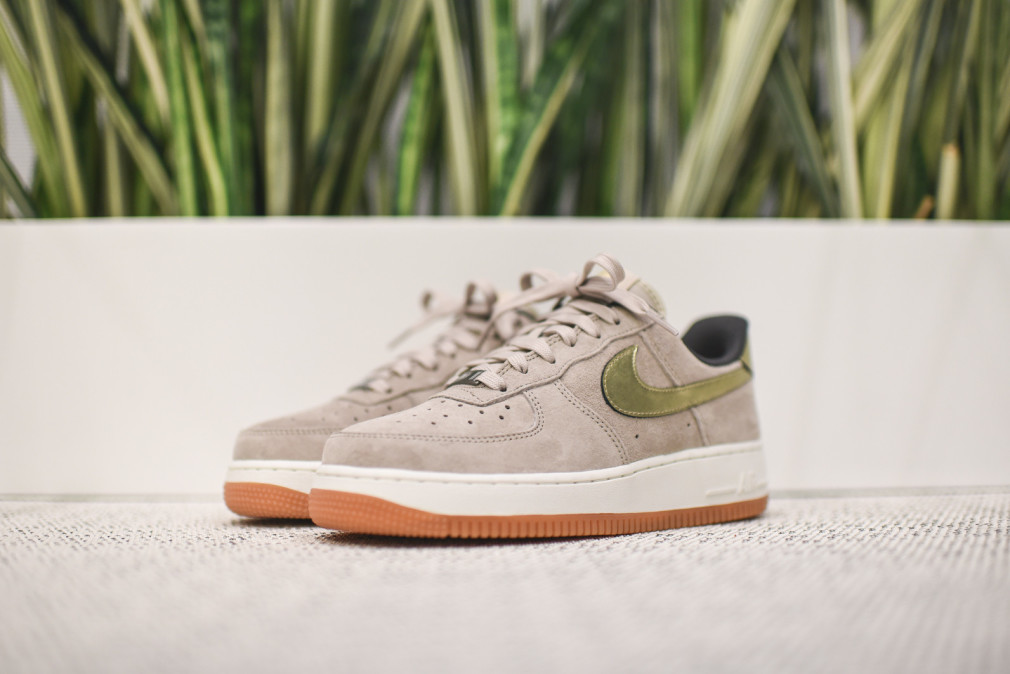 Nike Air Force 1 Low WMNS PRM - String / Metallic