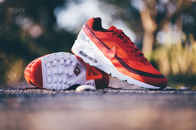 819475-616-Nike-Air-Max-Classic-BW-Ultra-University-Red-Bright-Crimson-02