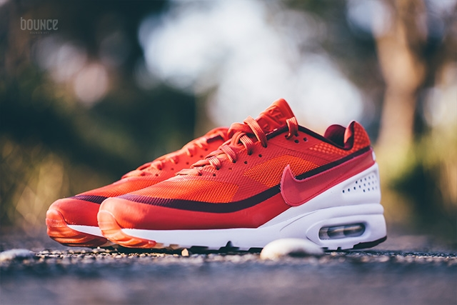 819475-616-Nike-Air-Max-Classic-BW-Ultra-University-Red-Bright-Crimson-03