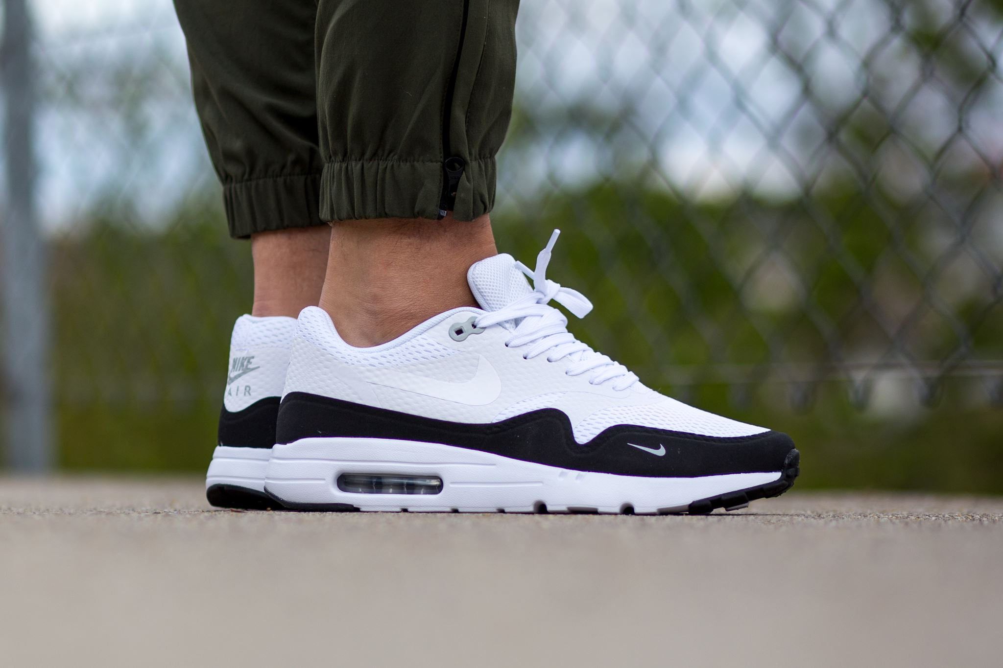 nike air max 1 ultra essential black white. Black Bedroom Furniture Sets. Home Design Ideas