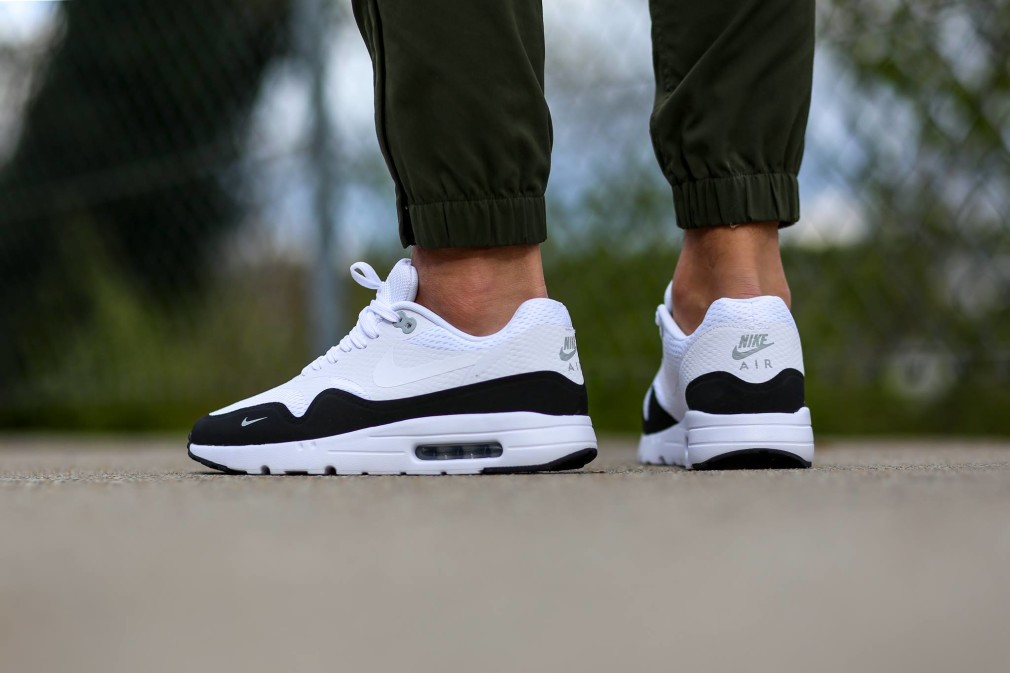 819476-101-Nike-Air-Max-1-Ultra-Essential-Black-White-04