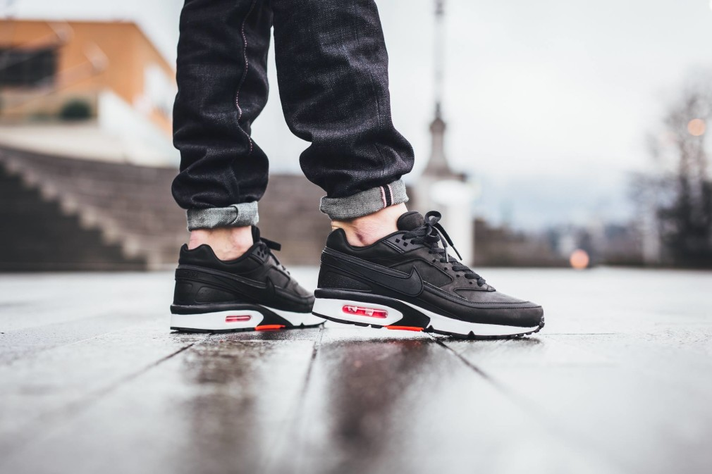 819523-006-Nike-Air-Max-BW-Premium-Black-Crimson-01