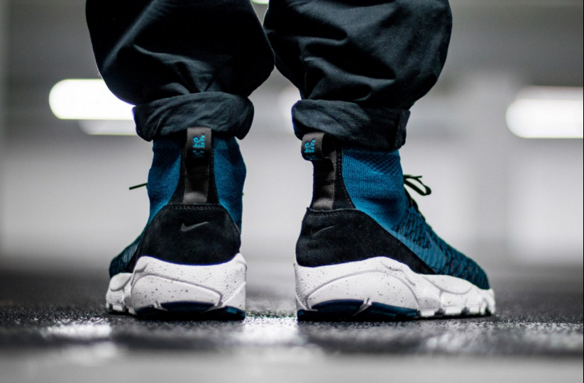 830600-300-NIKE-AIR-FOOTSCAPE-MAGISTA-FLYKNIT-FC-03