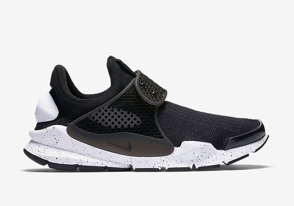 833124-001-nike-sock-dart-black-white