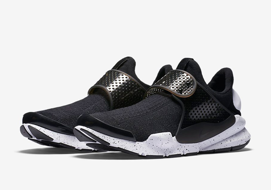 833124-001-nike-sock-dart-se-black-white