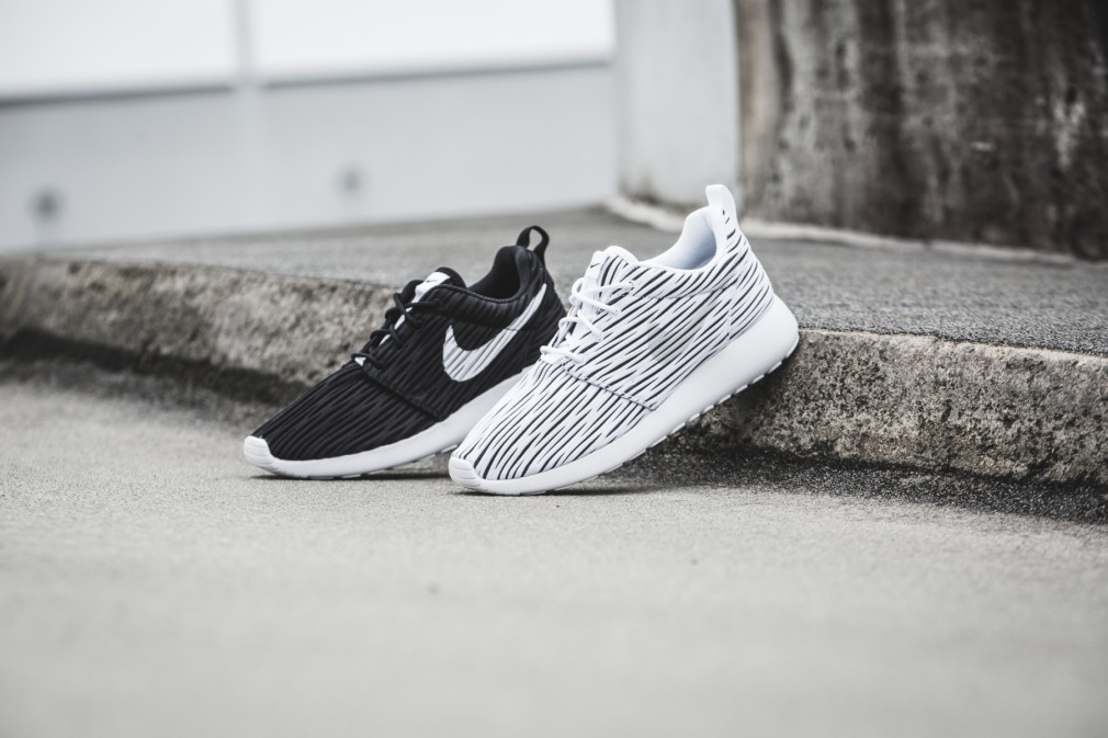 833818-010-Nike-Wmns-Roshe-One-ENG-03