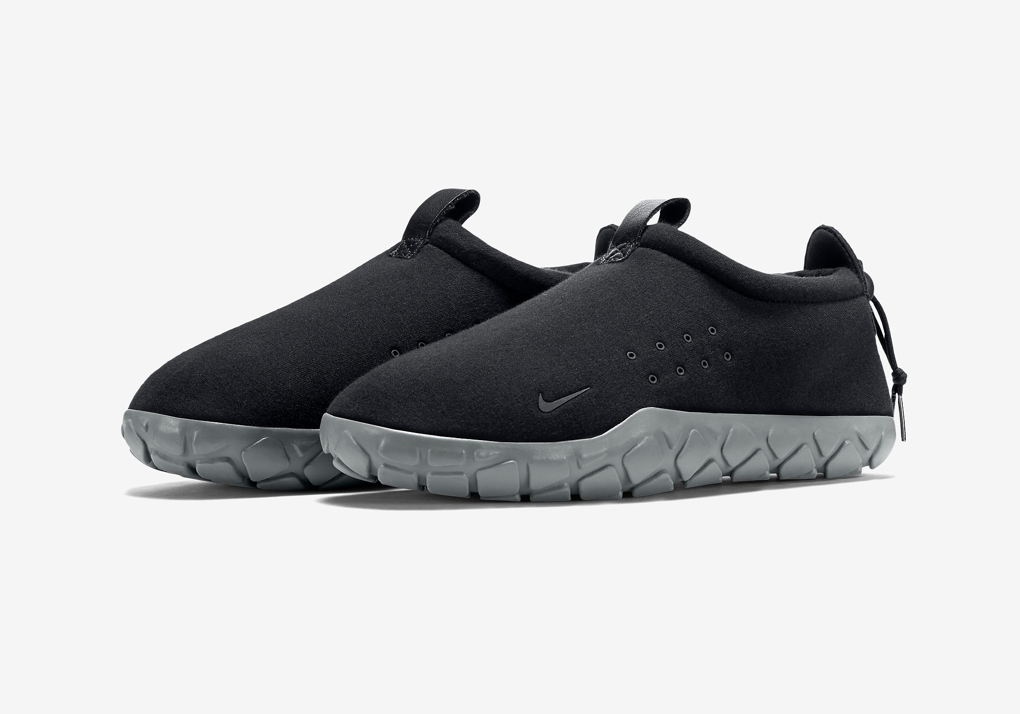 834591-010-nike-air-moc-tech-fleece