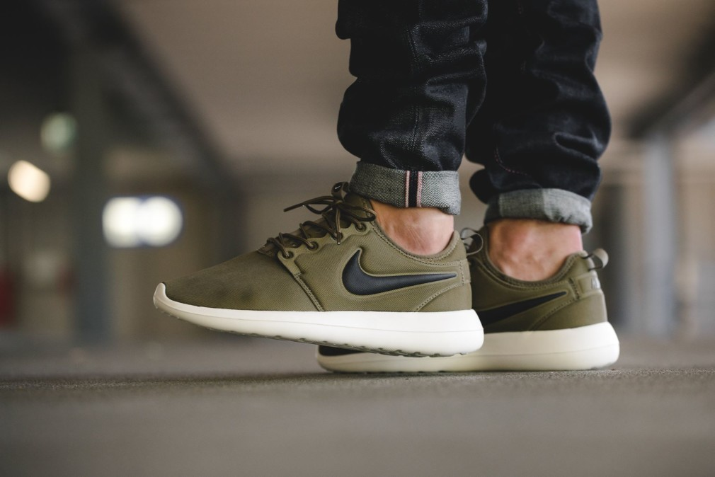 844656-003-Nike-Roshe-Two-Black-Iguana-844656-200-03