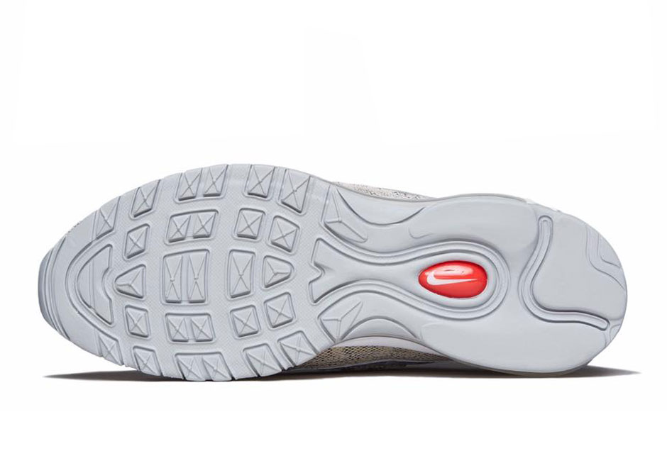 844694-100-Supreme-x-Nike-Air-Max-98-Sail-05