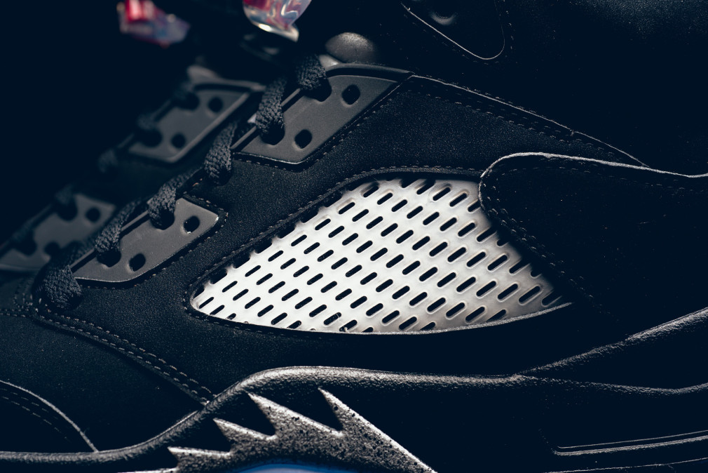 845035-003-air-jordan-5-retro-black-metallic-silver-001