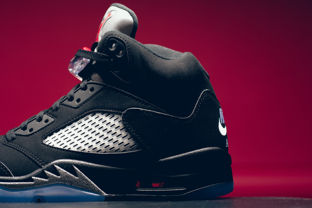 845035-003-air-jordan-5-retro-black-metallic-silver-007