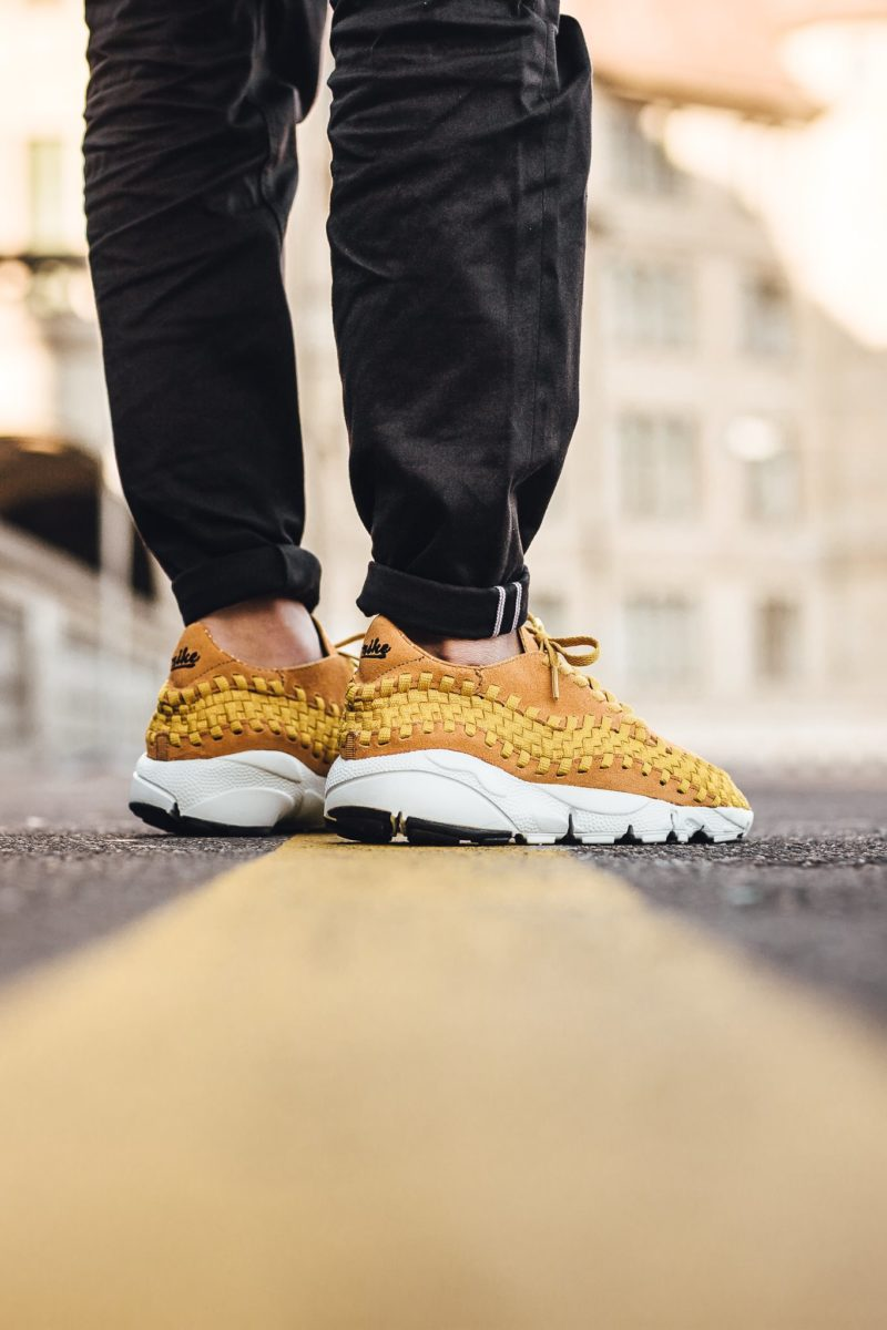 875797-700 nike air footscape woven nm desert ochre