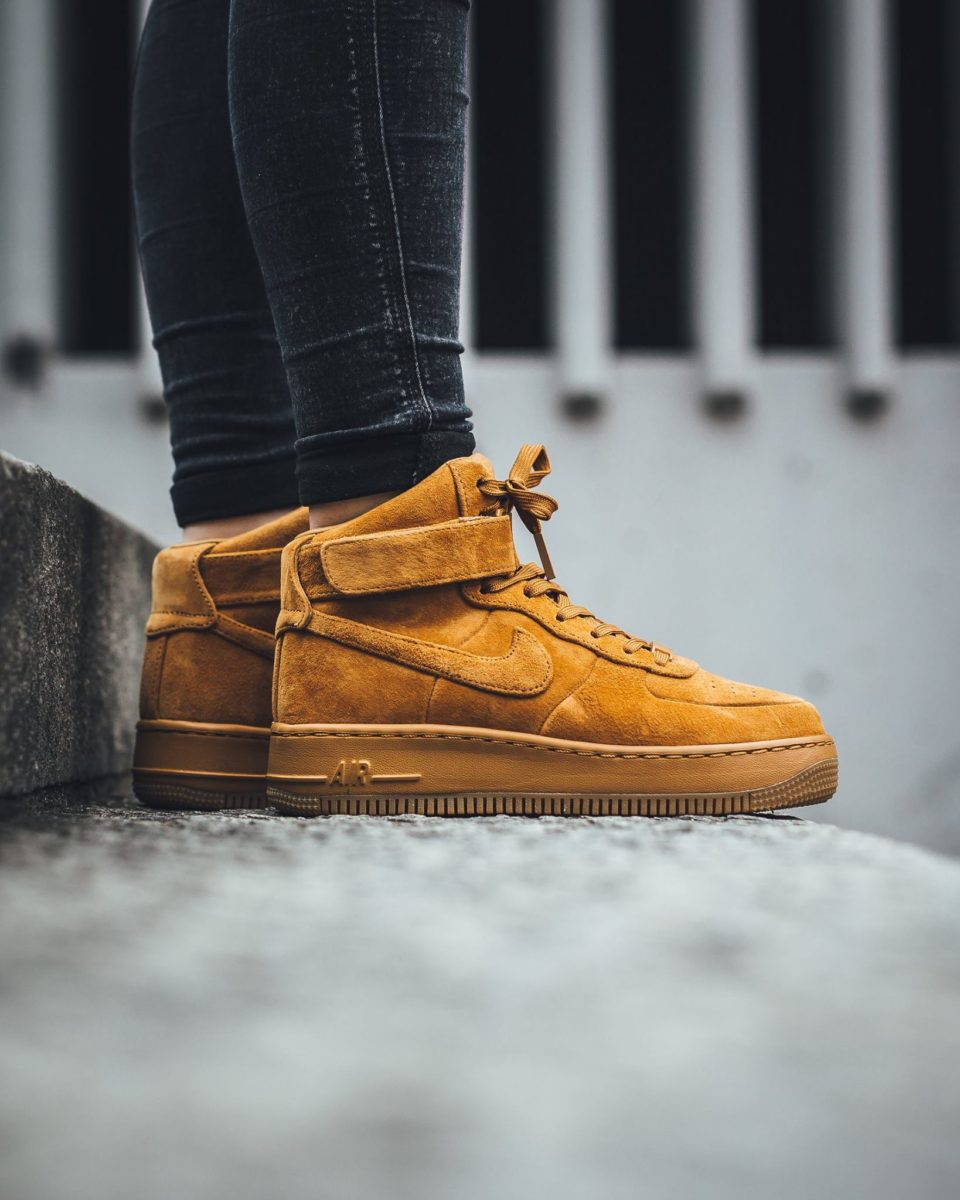 898422-700 Nike Wmns Air Force 1 Upstep Hi LX Desert Ochre
