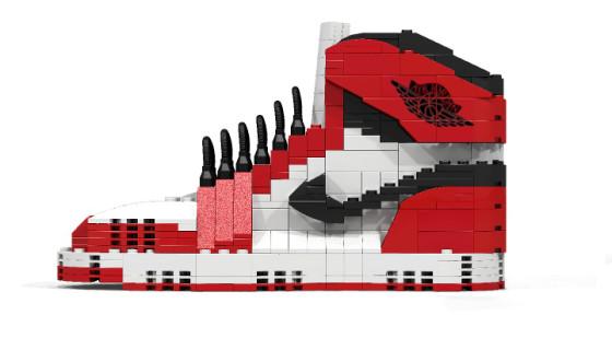 Une Air Jordan 1 Chicago en briques de Lego