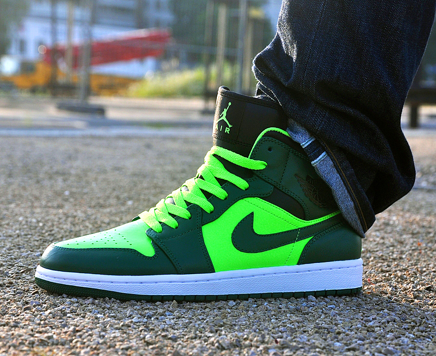 Air-Jordan-1-Retro-Mid-Green-black.jpg