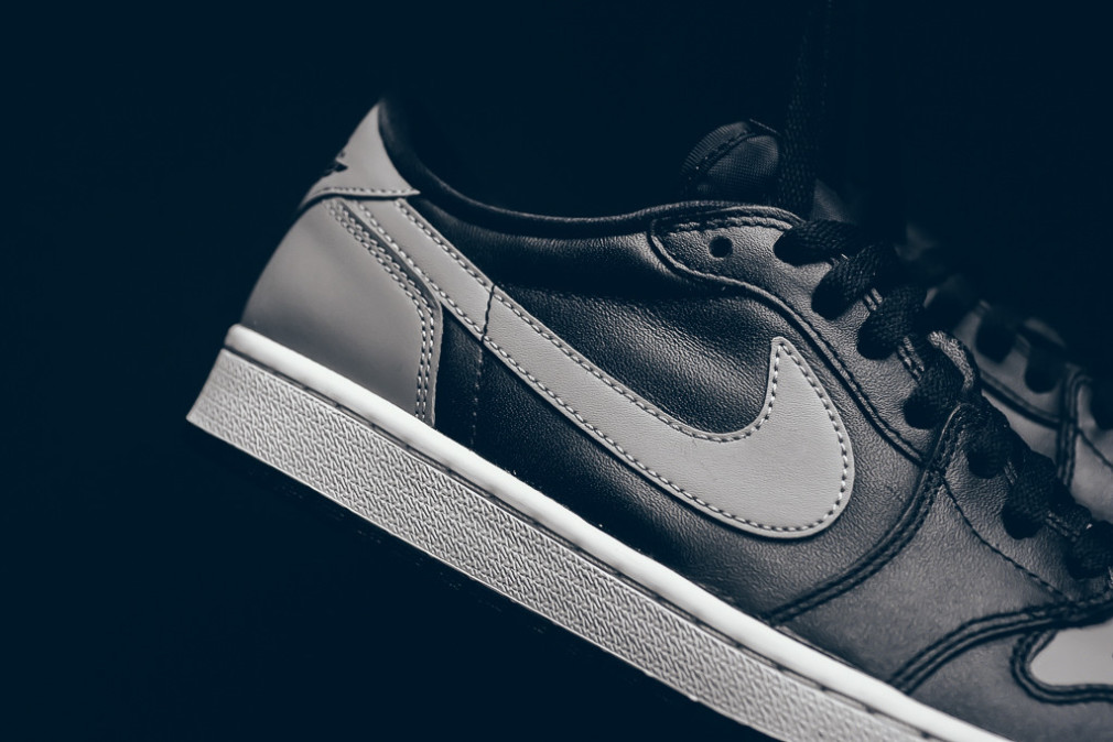 Air_Jordan_1_Low_Shadow_Black_Grey_Sneaker_POlitics_Hypebeast_7