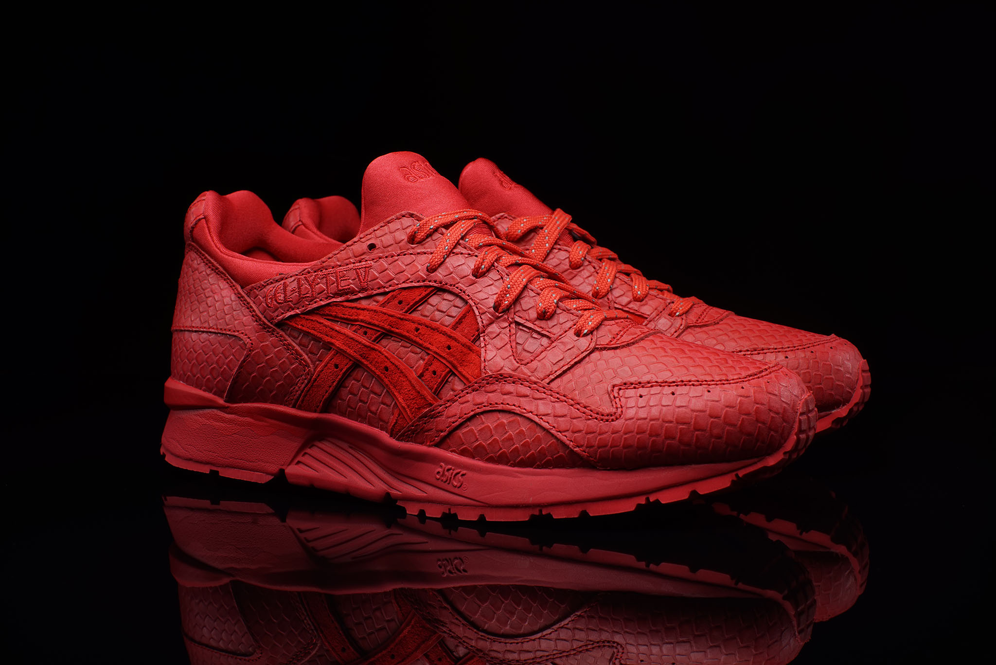 asics gel lyte v triple red snakeskin. Black Bedroom Furniture Sets. Home Design Ideas