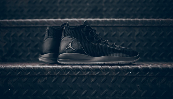 Jordan Reveal Triple Black