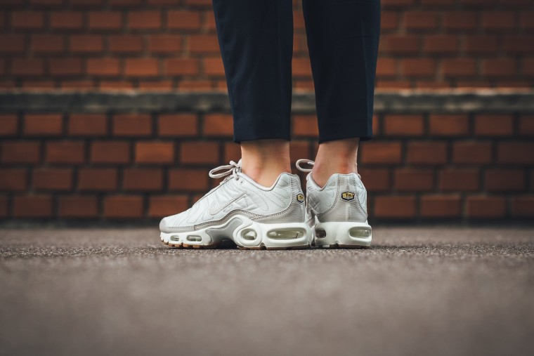 Nike Air Max Plus Tuned 1 Satin | WAVE®