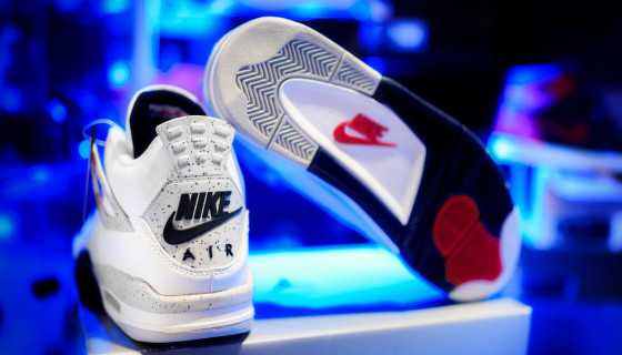 Return of the 'Nike Air' logo on the Air Jordan 4 ' White Cement ' for 2016