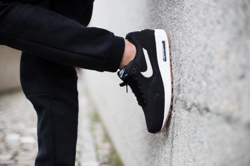 Nike-Air-Max-1-Essential-Black-Gum-1
