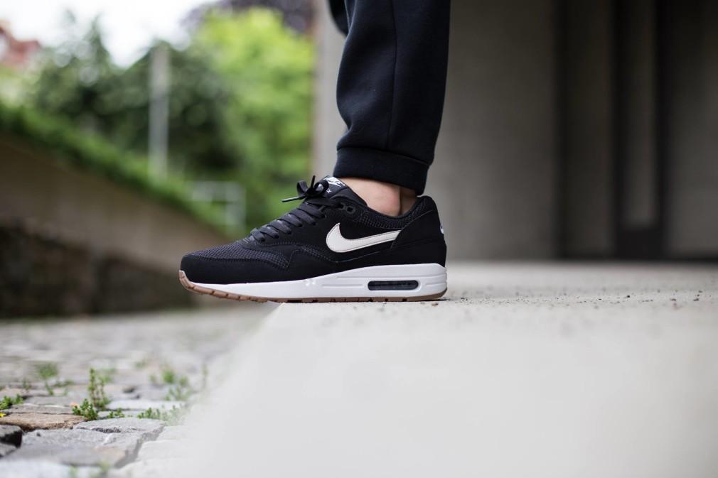 Nike-Air-Max-1-Essential-Black-Gum-3