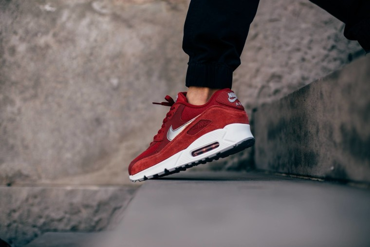 Nike Air Max 90 Essential - Gym Red:Metallic Pewter-White-Wolf Grey 537384-602