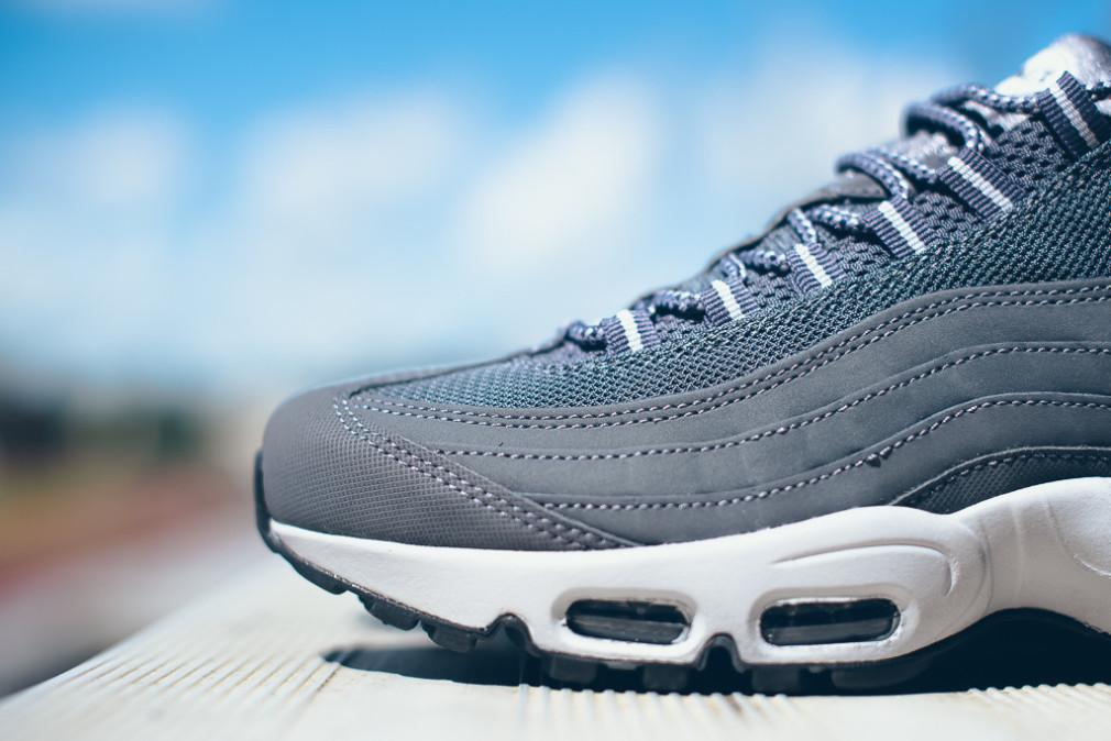 Nike-Air-Max-95-Wolf-Grey-Dark-Grey-4